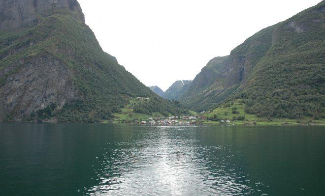 Pueblo en Naerofjord