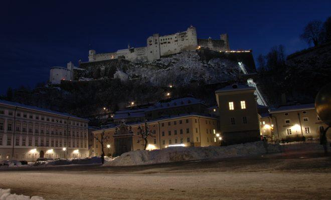 Fortaleza de Salzburgo vista de noche