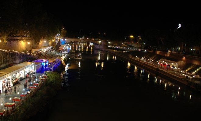 Río Tíber por la noche