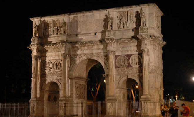 Arco de Constantino por la noche