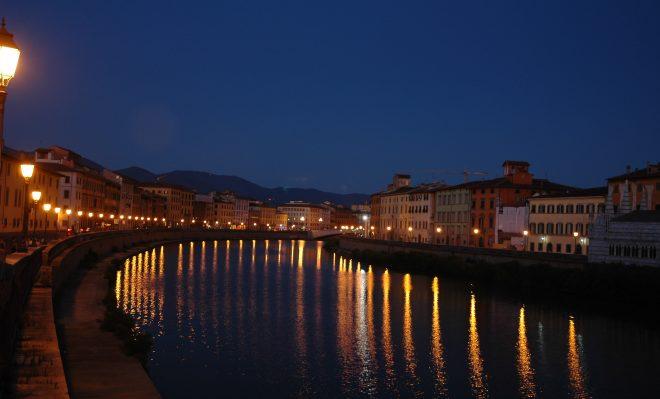 Río Arno en Pisa