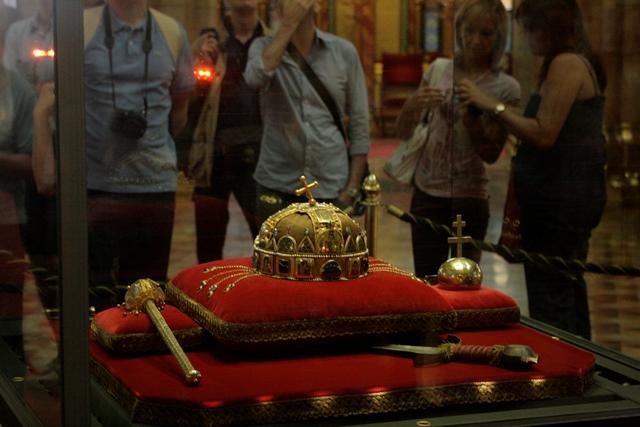 Detalles de la Corona de San Esteban