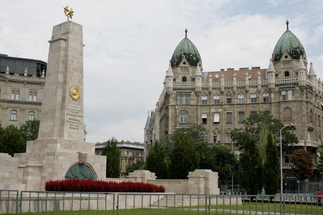 Monumento en honor al pueblo ruso