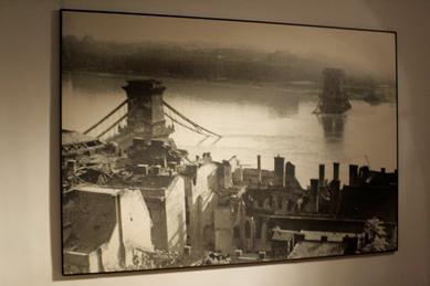 Fotografía del Puente de las Cadenas destruído
