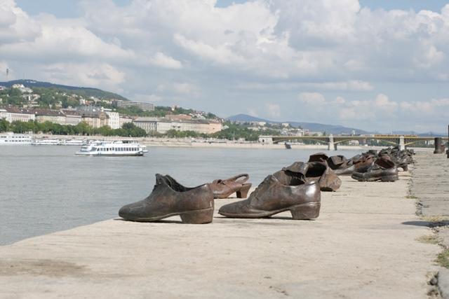 Sobrecogedor monumento a las víctimas de los nazis