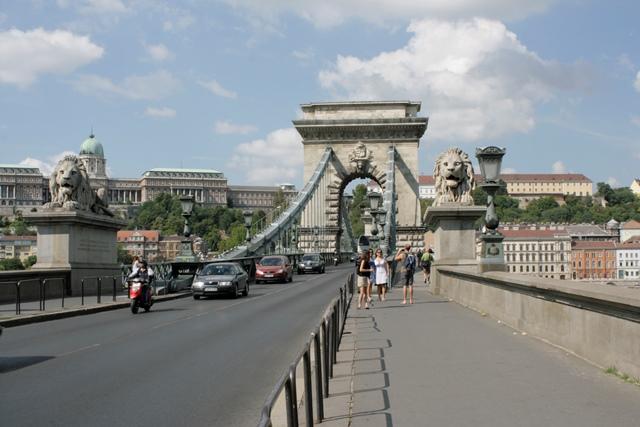 Vistas de los dos leones del puente