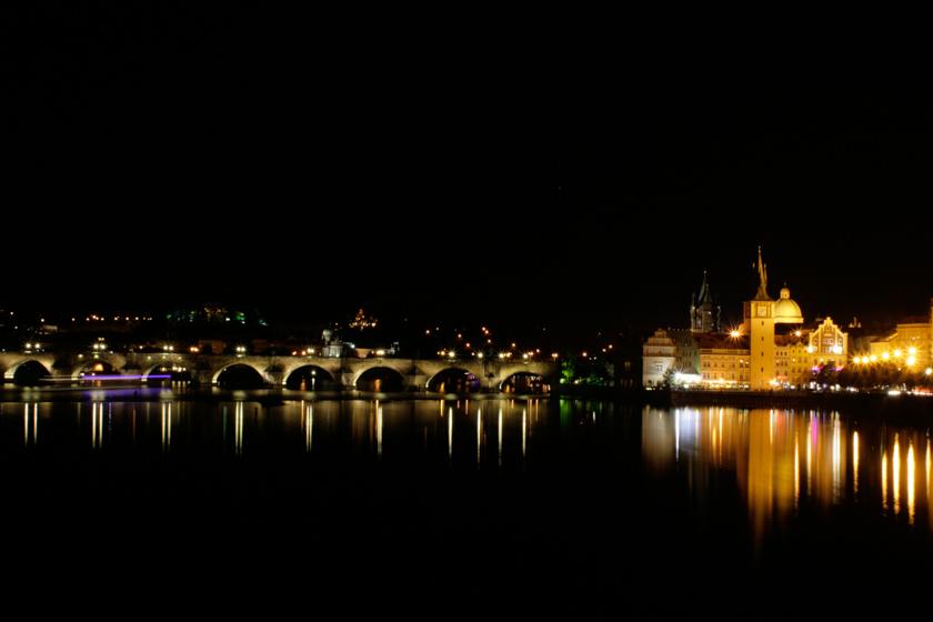 El Puente de Carlos iluminado por la noche