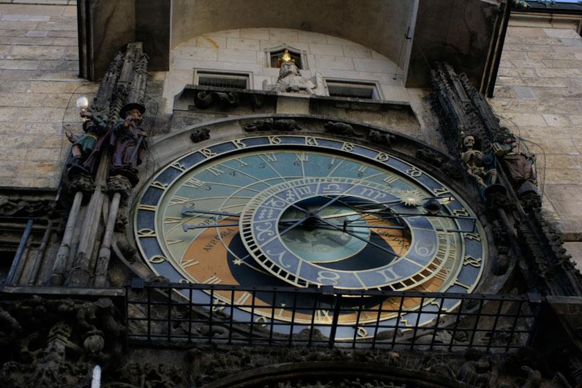 Detalle del calendario astronómico del reloj