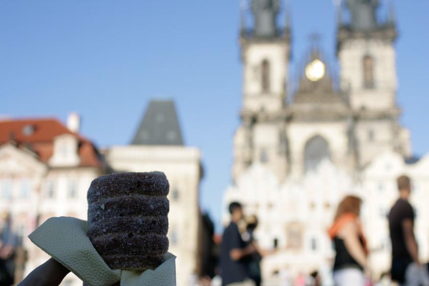 Rollo azucarado vendido en los sitios más turísticos de Praga