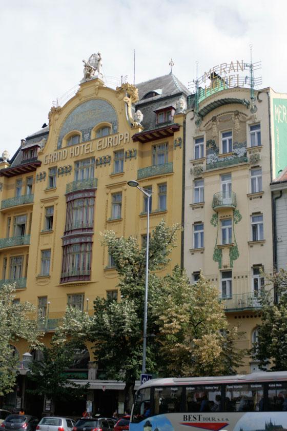 Fachada del Hotel Europa en la Plaza Wenceslao