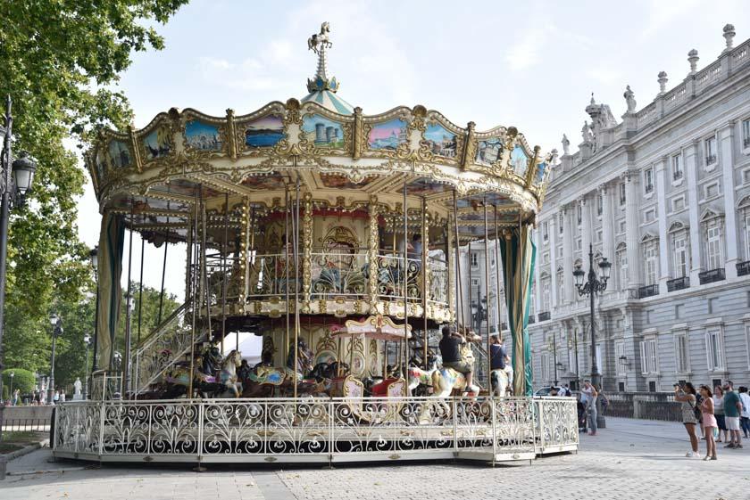 Preciosa combinación tiovivo-Palacio Real