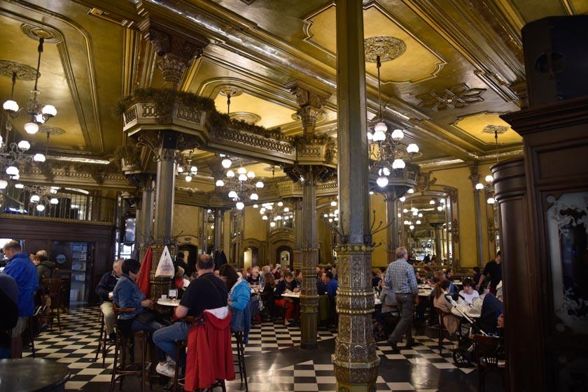 Interior del Café Iruña
