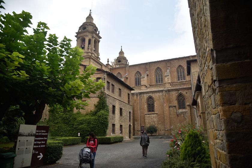 Entrada a la Casa del Relojero en la Catedral de Pamplona