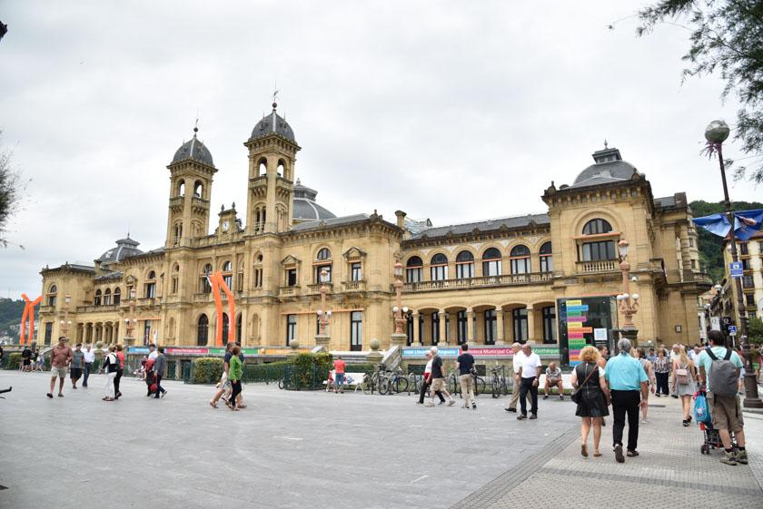 Fachada exterior del Ayuntamiento de Donostia