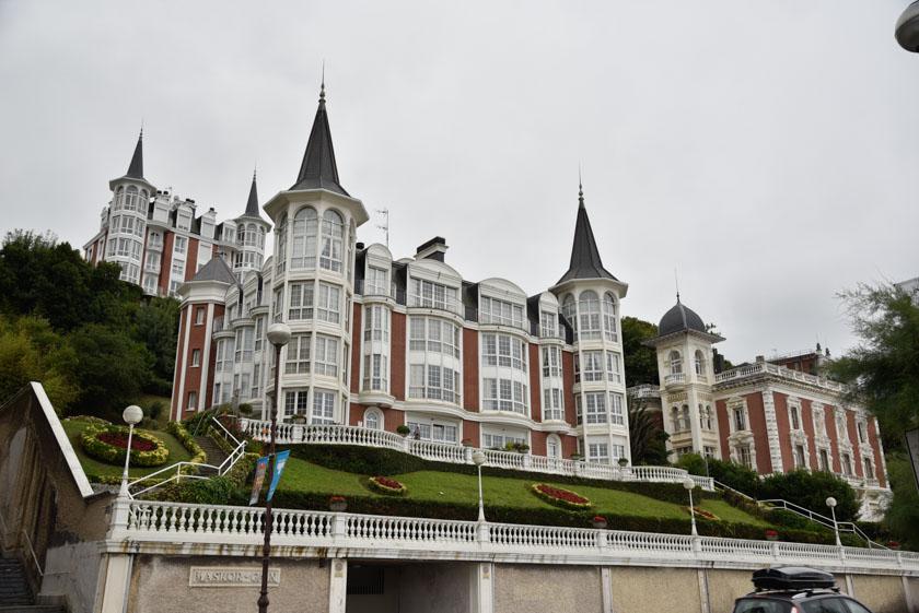Bonitas casas a la orilla de la Concha