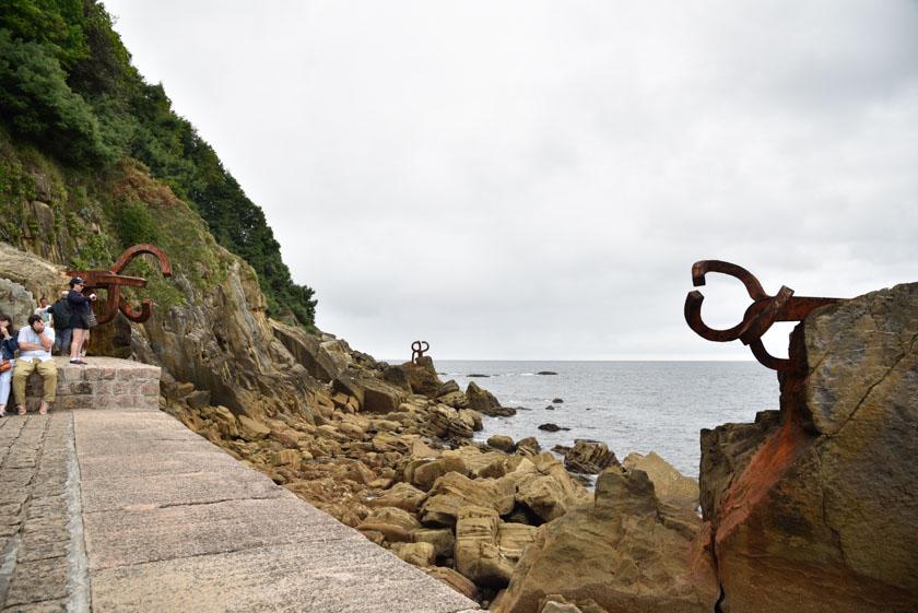 Preciosa la escultura de Eduardo Chillida