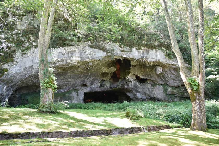 Entrada a la cueva de Sare