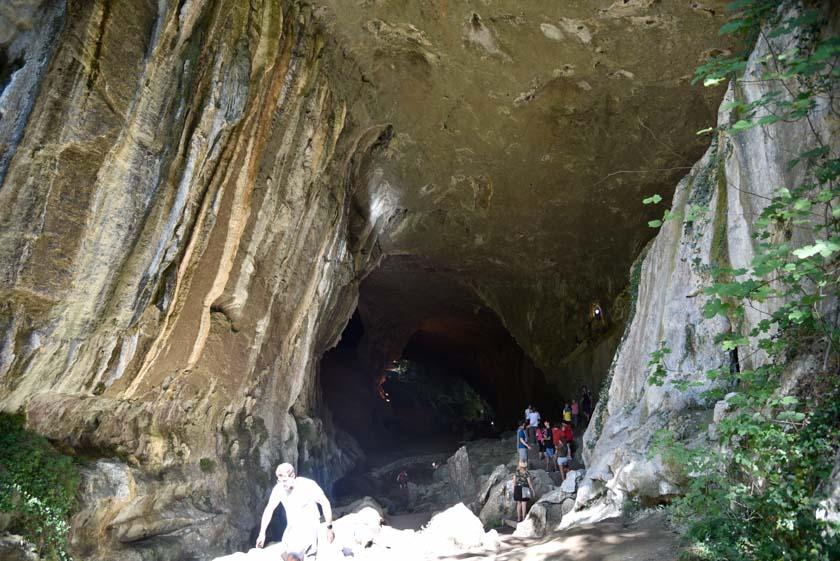 Una de las entradas a las cuevas
