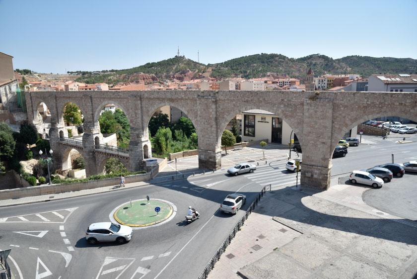 Bonita vista del Acueducto Los Arcos en Teruel
