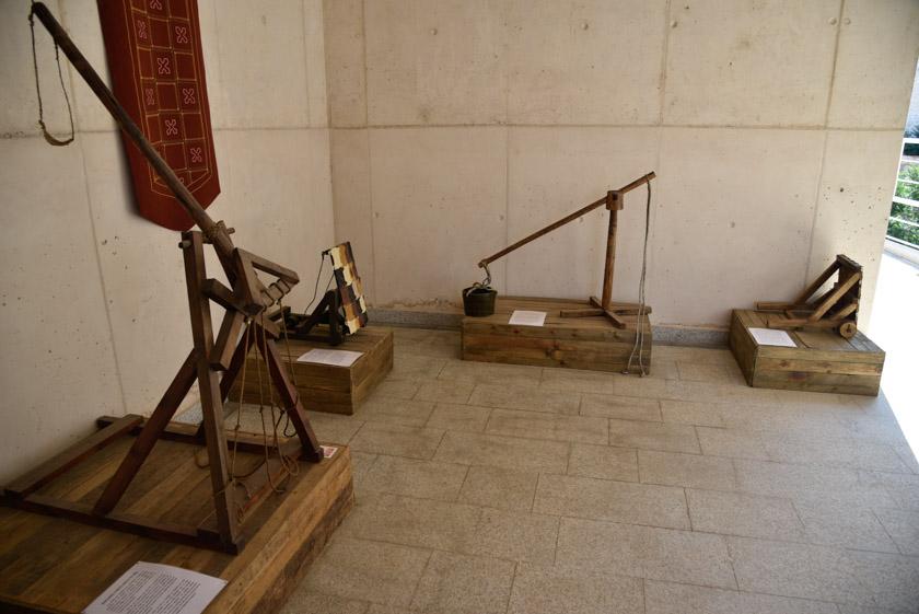 Ejemplos de armas medievales en el museo militar de Teruel