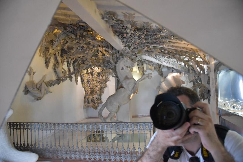Escultura de un caballo dentro del Museo Microgigante