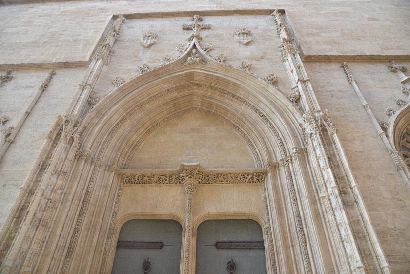 Detalle de una de las puertas