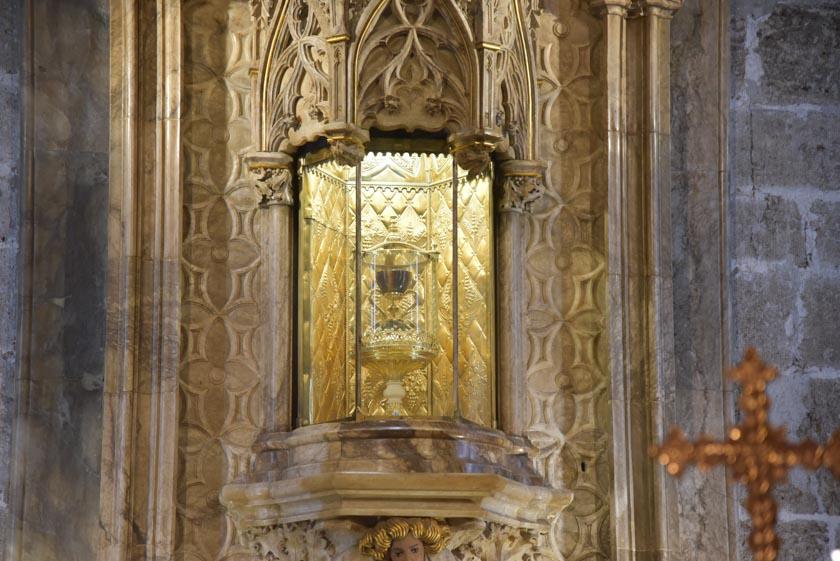 Santo Cáliz expuesto en la Sala Capitular