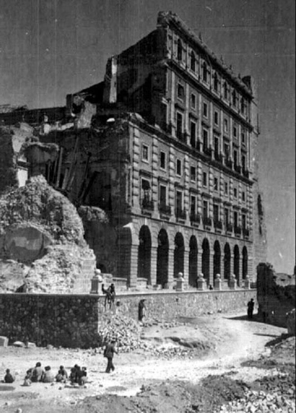 Alcázar semidestruido después de la Guerra Civil