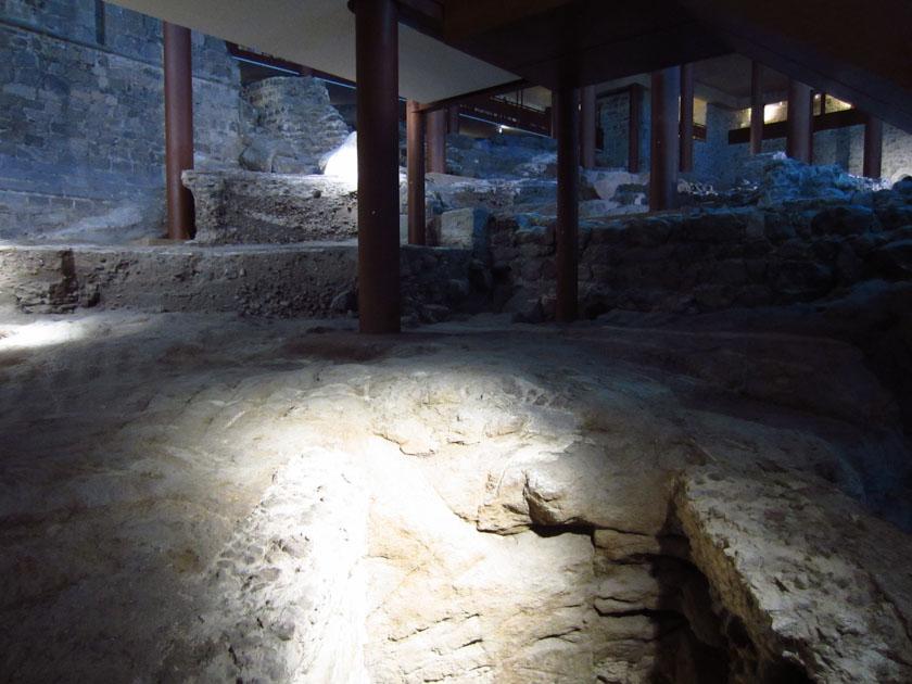 Excavación arqueológica dentro del Alcázar