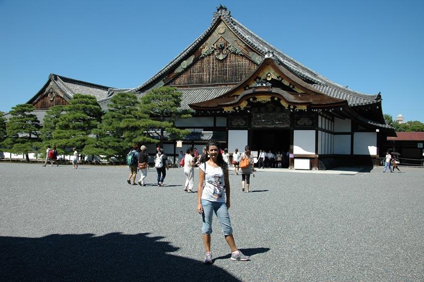 Entrando al castillo de Nijo en Kioto