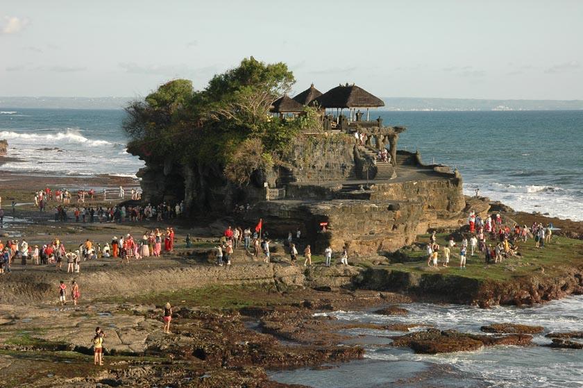 Un espectacular templo en medio del mar