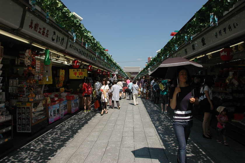 Calle Nakamise a la entrada del templo de Senso-ji