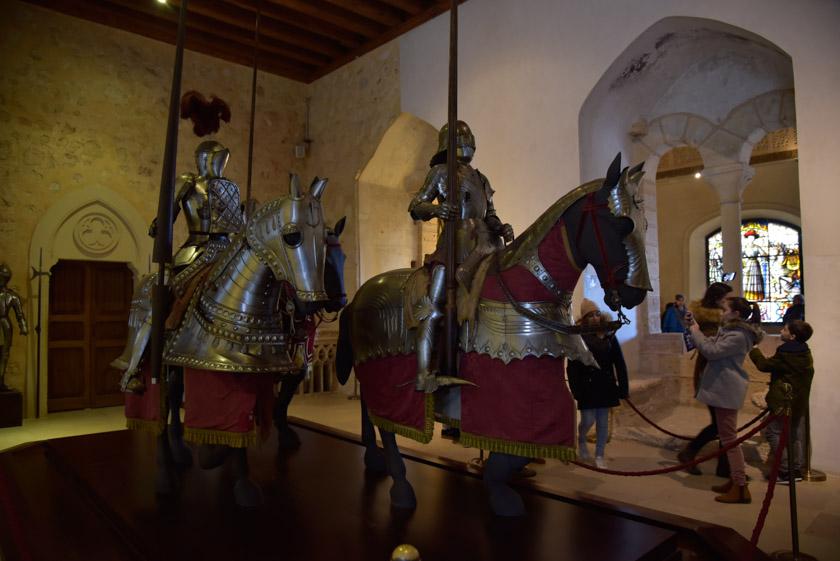 Armaduras en la Sala del Palacio Viejo del Alcázar