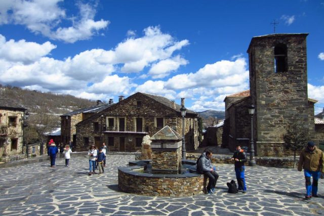 Conociendo los Pueblos Negros de Guadalajara Una ruta en coche por unos paisajes de vértigo