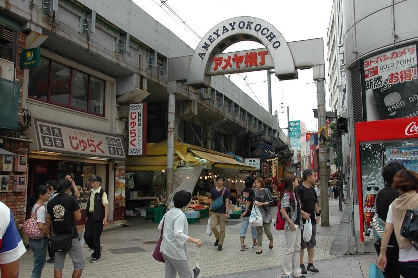 Calle de entrada al Mercado de Ameyayokocho