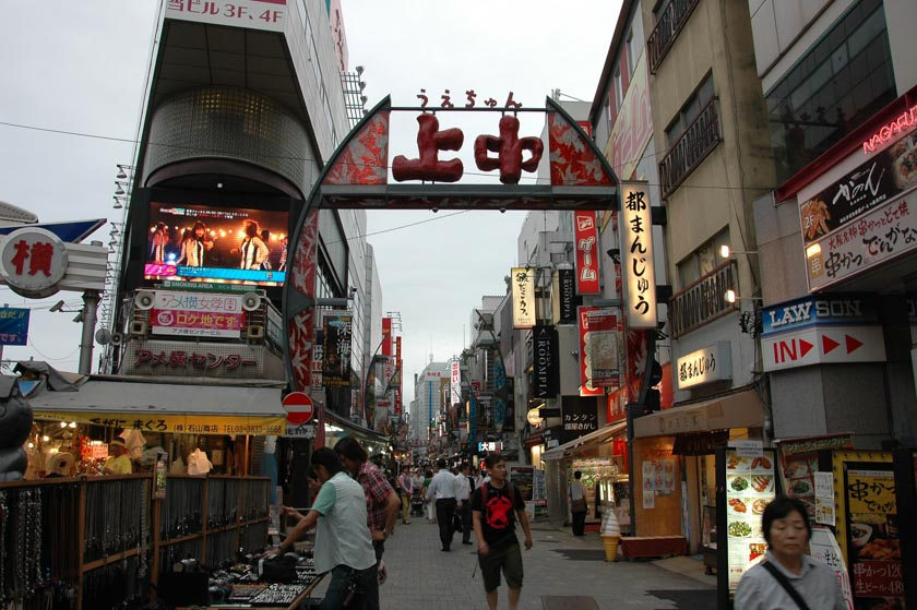 Una calle cualquiera en el mercado de Ameyayokocho