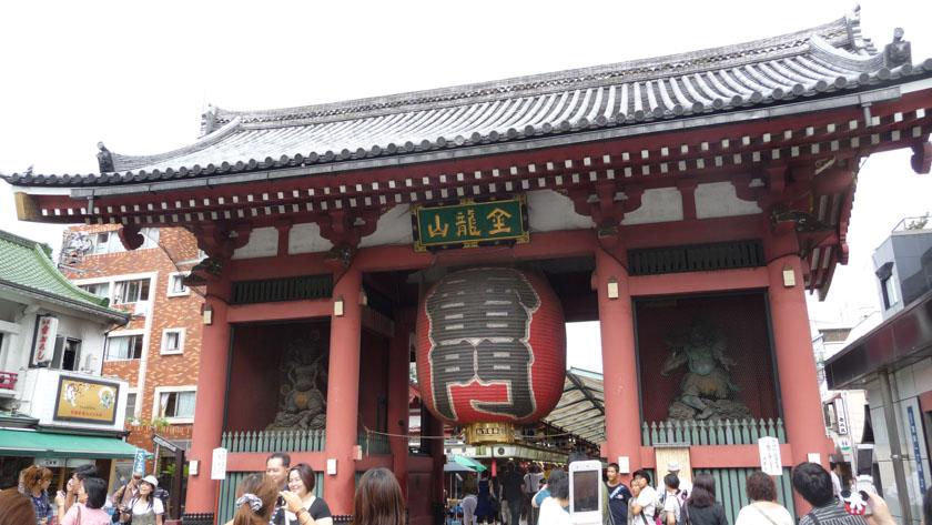 Puerta Kaminarimon del templo Sensoji en Asakusa. Uno de los barrios imprescindibles de Tokio