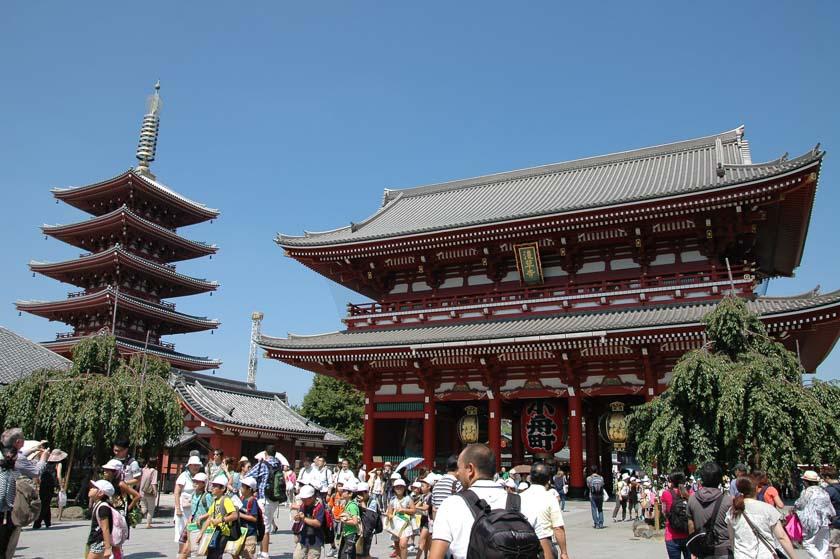 Preciosa panorámica del templo Sensoji