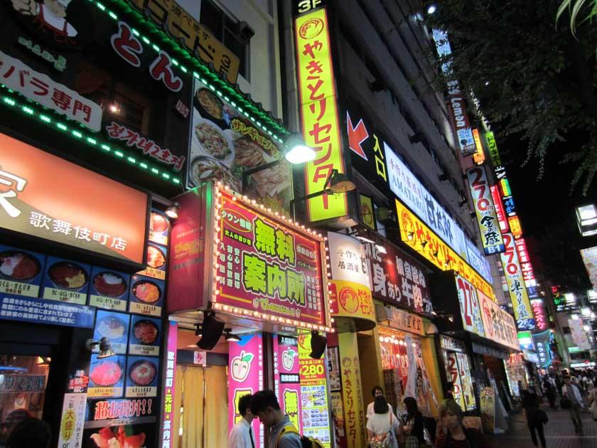 Paseando por Shinjuku, otro de los barrios imprescindibles de Tokio