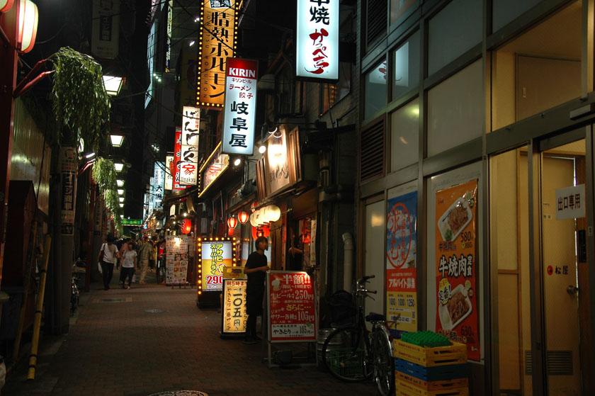Una bonita calle en el barrio de Shinjuku
