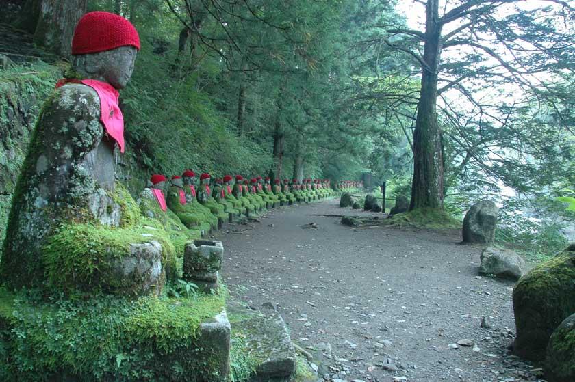 Estatuas que representan niños fallecidos en Kanmangafuchi