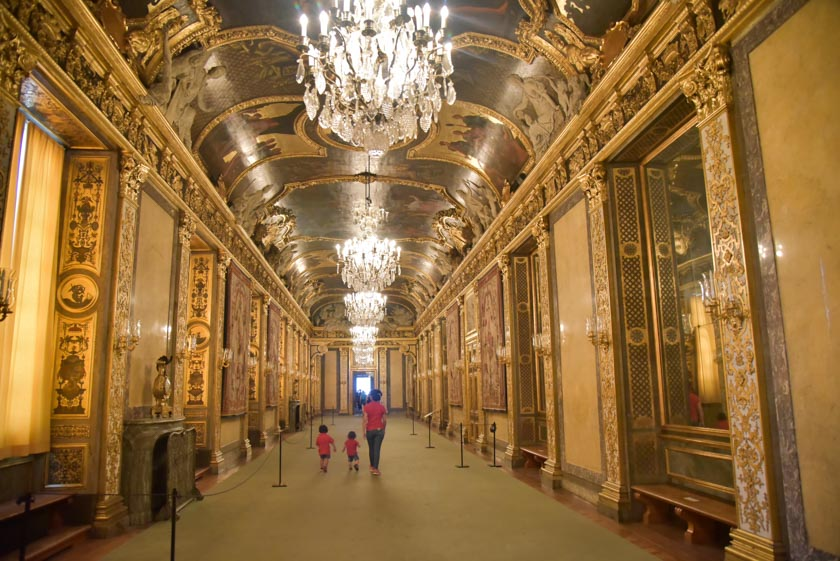 Espectaculares pasillos del Palacio Real de Estocolmo