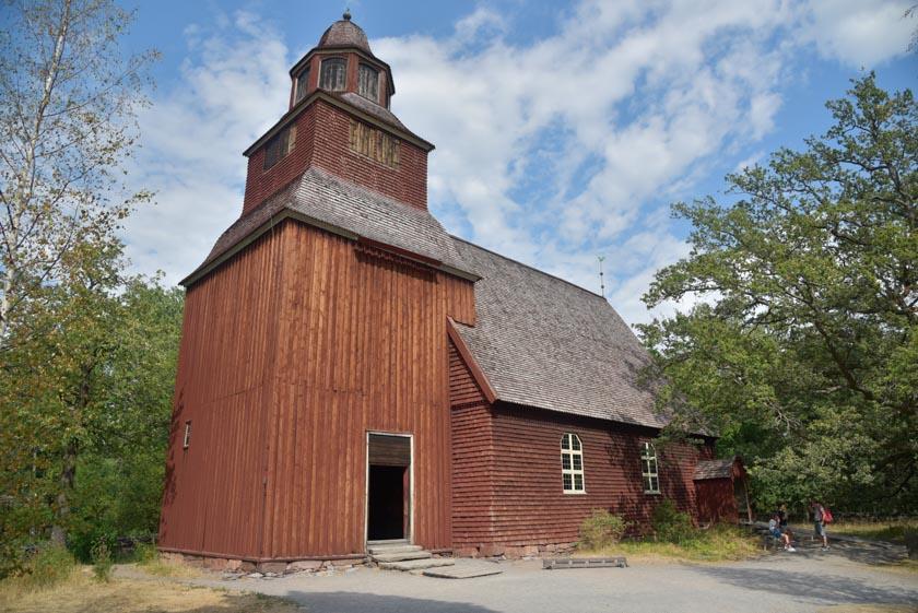 Preciosa iglesia de madera en Skansen