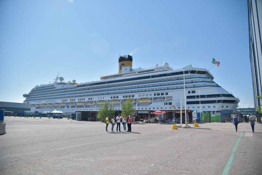 Nuestro crucero atracado en el puerto
