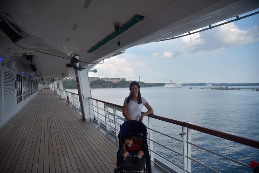 Laura posando en una de las cubiertas