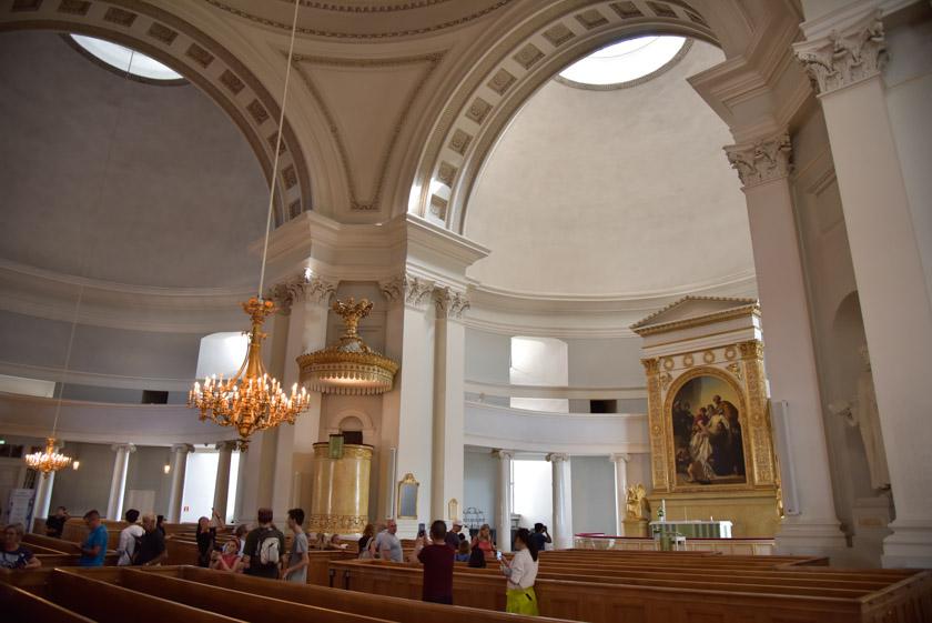 Austero interior de la Catedral de Helsinki