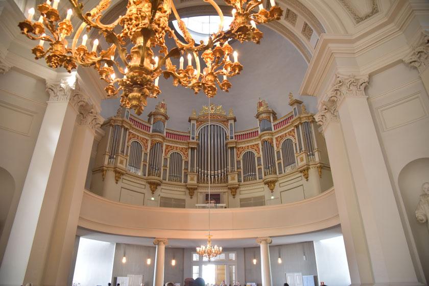 Vista detallada del órgano de la Catedral de Helsinki