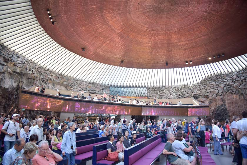 Como si fuese un teatro, la iglesia tiene su palco