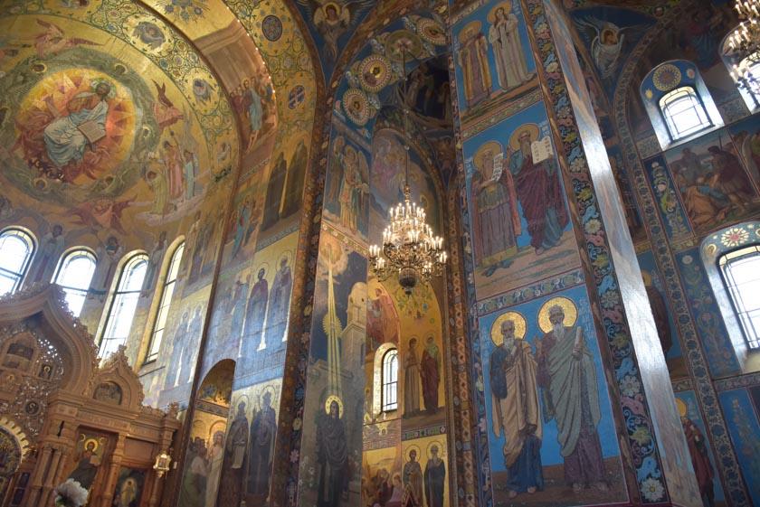 Impresionante interior de la iglesia más bonita de San Petersburgo