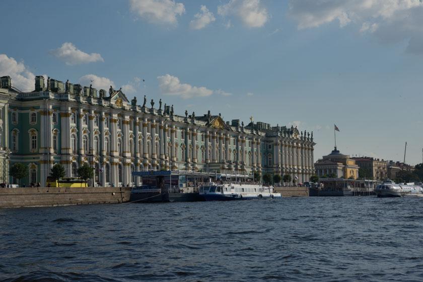Conociendo el Hermitage desde el Río Neva